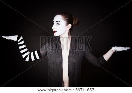 Dancing Woman Mime