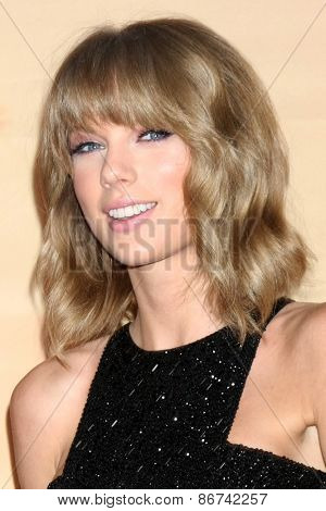 LOS ANGELES - MAR 29:  Taylor Swift at the 2015 iHeartRadio Music Awards Press Room at the Shrine Auditorium on March 29, 2015 in Los Angeles, CA