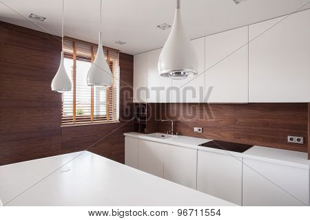White Worktop In Bright Kitchen