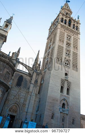 Giralda To The Sky