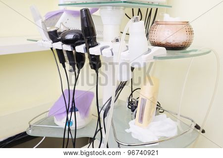 Apparatus for ultrasonic peeling at the beauty salon