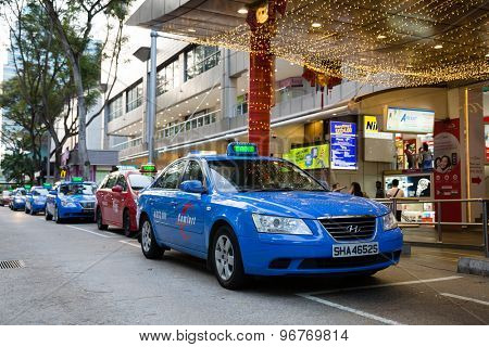 SINGAPORE - CIRCA FEBRUARY, 2015: Taxi to Orchard Road. Singapore more than 25 thousand cars involved in carting passengers, taxi is an important and popular form of public transport.