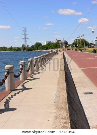 Promenade On Lake  70657