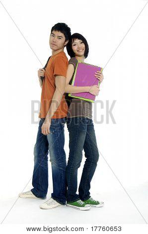 Zwei Schüler mit Büchern und Rucksäcke