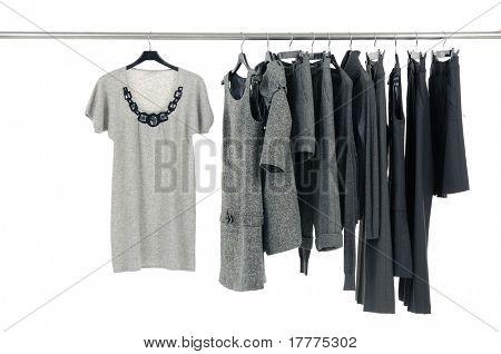 Designermode Kleidung hängen als display
