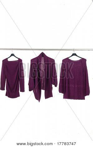 Mode rot weiblich Jacke auf Kleiderbügeln