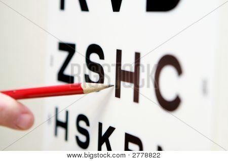Apuntando a una prueba de visión optométrica