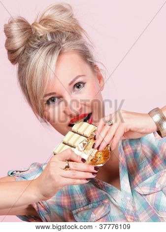 Garota pinup mulher comer Chocolate retrato