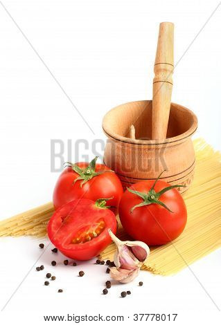 Ingredients For Tomato Sause And Spagetti