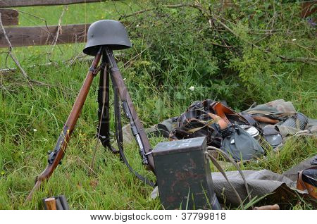 Historic Guns (ww2) Delayed On The Meadow