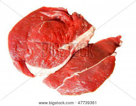Stück feuchtes Fleisch auf weiß