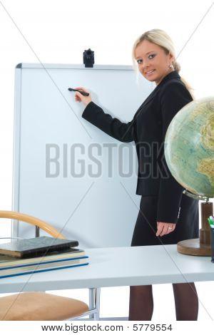 junge Lehrer lernen Geographie