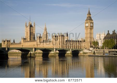 London - parliament in morning light