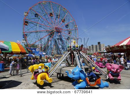 Wonder Wheel at the Coney Island amusement park