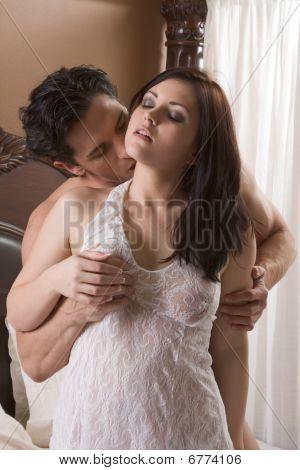 Amar o jovem casal nu erótico Sensual na cama
