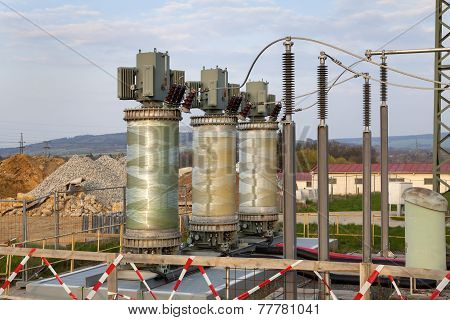Building on a high-voltage substation