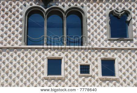 Casa Dos Bicos In Lissabon