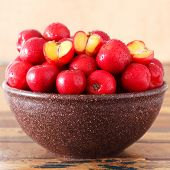 picture of seed bearing  - Red acerola  - JPG