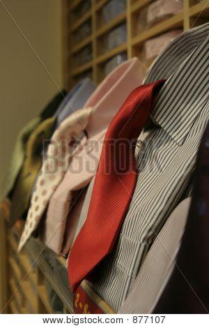 Gravatas e camisas