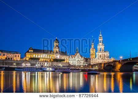 Dresden skyline at night near river