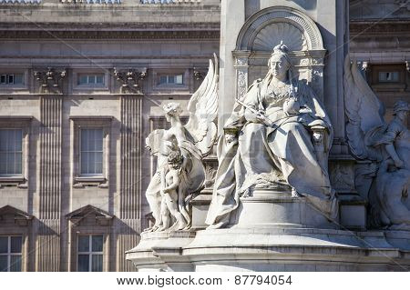 Victoria Memorial And Buckingham Palace In London