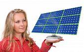 Постер, плакат: Панель солнечных батарей в женской руке