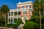 picture of mansion  - An image of a beautiful historic mansion in Charleston - JPG