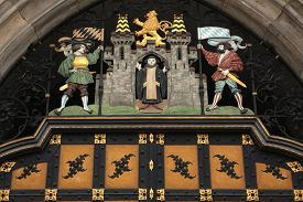 picture of bavaria  - Coat of arms of Munich on the Neues Rathaus  - JPG