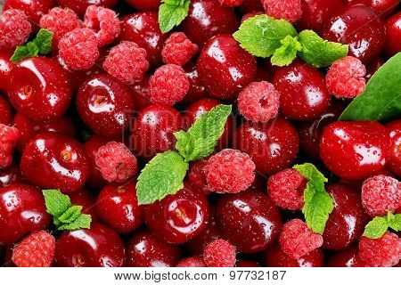 Sweet cherries and raspberries, close-up