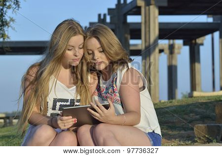 Blonde Teen Girls