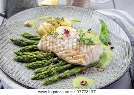 fish fillet with green asparagus