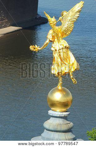 Gilded statue fama