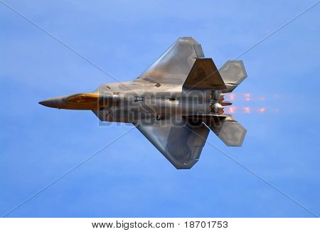 F-22 Raptor fighter jet at airshow