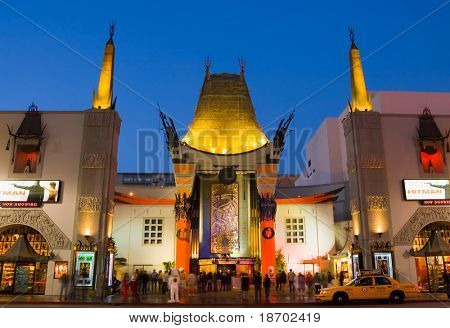 Grauman's Chinese Theatre in Hollywood in der Nacht