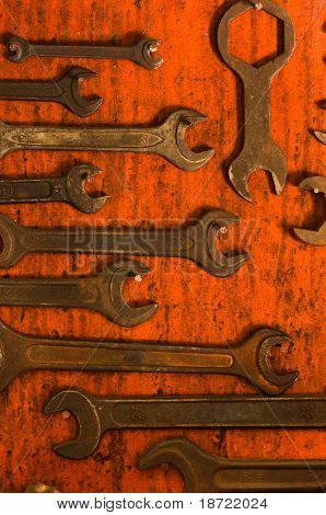 Many Rusty Spanners