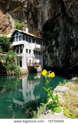 Berühmte Derwisch-Haus in Blagaj Buna, in der Nähe von Mostar in Bosnien und Herzegowina