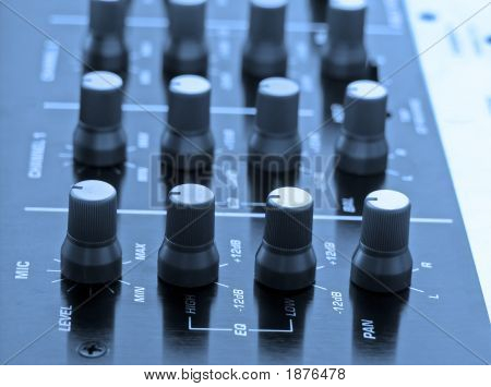 Audio-mixer
