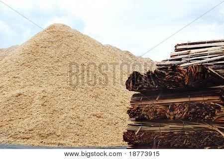 Holz-Biomasse-Chips und Bauholz material