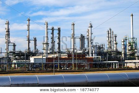 Edelstahl Spalten einer Raffinerie-Anlage in Deutschland