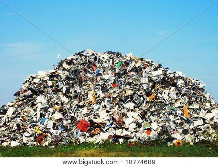 Pilha de resíduos metálicos em um site de reciclagem