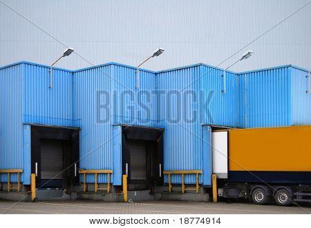 Laderampe für LKW eines Lagers