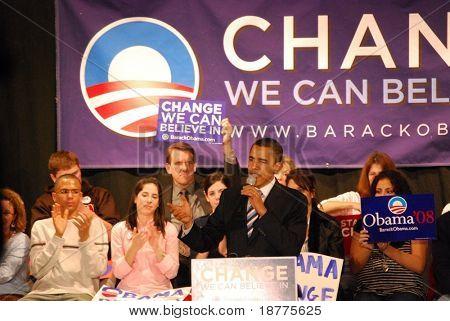 El senador Barack Obama haciendo campaña para Presidente