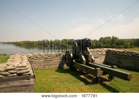 Fort Donelson Cannon