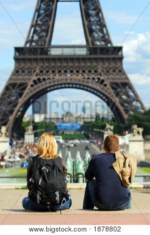 Touristen am Eiffelturm