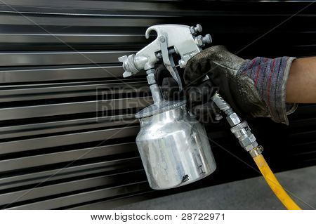 hand with spray gun