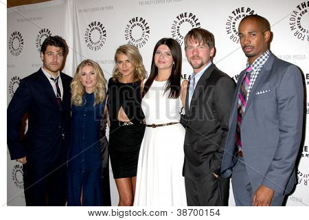 LOS ANGELES - OCT 16: Adam Pally, Elisha Cuthbert, Eliza Coupe, Casey Wilson, Z Knighton und D Weg