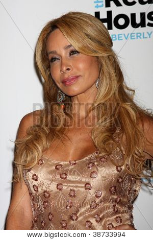 LOS ANGELES - OCT 21:  Faye Resnick arrives at