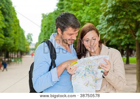 tourist looking in map to find buildings