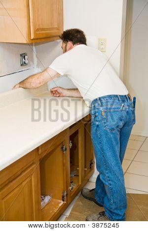 Instalación de la encimera de la cocina
