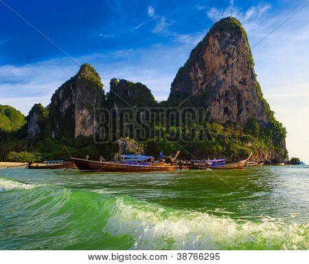 Thailand tropische Natur schöne Landschaft. Meer Kosten touristischen Hintergrund